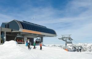 Bergstation mit Solarmodulen (Quelle: Doppelmayr)