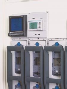 NH-Sicherungslastschaltleisten von Hager mit Adapter für die Montage von Multifunktionsmessgeräten