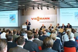 Prof. Dr. Viessmann erinnerte als Gastgeber der Veranstaltung an die Verantwortung jedes Einzelnen, der Energieverschwendung ein Ende zu bereiten