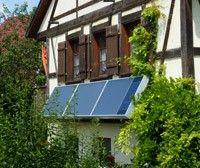 Sechs Quadratmeter Solarluft-Kollektor mit integriertem Fotovoltaikmodul genügen um ein renoviertes Fachwerkhaus mit frischer und warmer Luft zu versorgen
