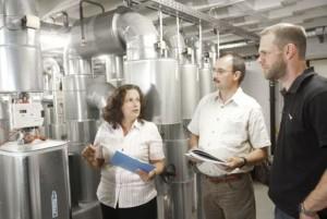 Heizzentrale in einem energieeffizienten Nichtwohngebäude (Foto: KEA)