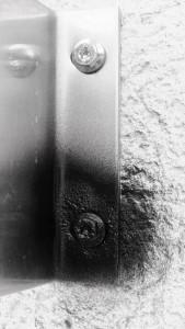 Schraube mit Bitumenspray (Large)