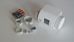 Der Heizkörperthermostat für das RWE SmartHome wird mit Adaptern für gängige Heizkörper-Ventile geliefert