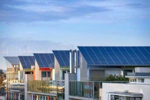 Hausdächer in Freiburg mit Photovoltaikanlagen (Foto: Gyula Gyukli / fotolia)