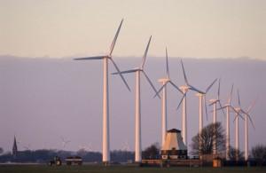 Deutschland DEU Windpark Kaiser-Wilhelm-Koog, neue Windkraftanlagen und alte Windmuehle, copyright (c) Joerg Boethling
