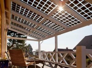 Mit 40 Prozent Lichtdurchlässigkeit sorgt das rahmenlose Doppelglasmodul SI-Saphir für bestmögliche Lichtverhältnisse und erzeugt Solarstrom für den Eigenverbrauch
