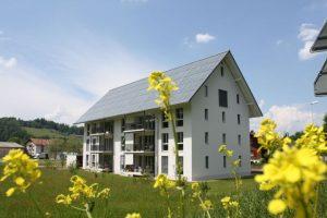 Solare Energie für Gebäude: Wärme, Strom und Mobilität – Am 28. Juni findet der erste Sonnenhaus-Tag im Bauzentrum München statt (Foto: Jenni Energietechnik)