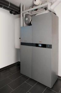 Ein Brennstoffzellenheizgerät erzeugt auf kleinem Raum umweltfreundlich und ressourcenschonend Wärme und Strom für ein Einfamilienhaus. In einem exemplarischen 145 Qudratmeter-Gebäude mit KfW-Standard 55 lassen sich so bis zu 66 Prozent des Energiebedarfs autark decken.