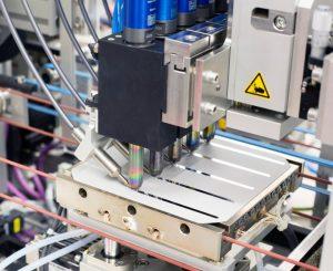 Busbars aus Zinn statt aus Silber: Wer das TinPad von SCHMID einsetzt, nutzt eine weitere Stellschraube, um die Zellproduktionskosten zu senken