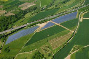 Die WES Green GmbH hat von der Bürgerservice GmbH in Tier den Geschäftsbereich Photovoltaik übernommen. Unabhängig von neuen Geschäftsmodellen für Freilandanlagen wird die WES Green GmbH auch zukünftig Projekte gemäß den EEG-Kriterien umsetzen. Der Solarpark Langsur an der A 64 - mit 3,1 MWp – steht beispielhaft für das weitere Engagement der WES Green GmbH.