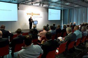 """CEO Joachim Janssen begrüßte die Gäste des zweiten Viessmann Forums """"Digitalisierung der Heizungsbranche"""""""
