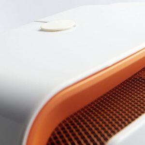 """HS 207 bietet Komfort: Mit Hilfe der """"SWEET Lufttechnik"""" wird die Wärme gleichmäßig, ohne unangenehmen Luftstrom verteilt. Die """"Silent-air-flow-Technologie"""" gewährleistet einen besonders leisen Betrieb (im Vergleich mit traditionellen Heizlüftern um bis zu 40 Prozent) (Foto: AEG Haustechnik)"""
