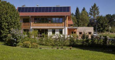 Wohnen und Leben mit der Sonne – der Weg zum möglichst energieautarken Haus für Heizung, Strom und Mobilität