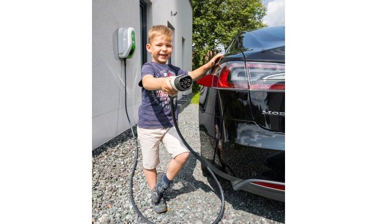 Sonnenhaus-Institut gewinnt führende Autohäuser für Elektromobilität als Mitglieder