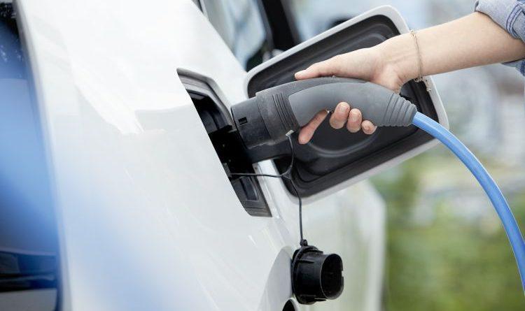 Drive Ready: E.ON macht Solaranlagen fit fürs Laden von Elektroautos
