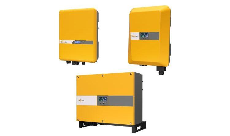 SolarMax bietet seine neuen Wechselrichterserien ab Ende August wahlweise mit einem Display an