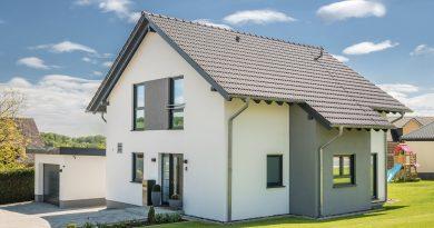 Familie enscheidet sich für ein modernes Satteldachhaus von Fingerhut Haus